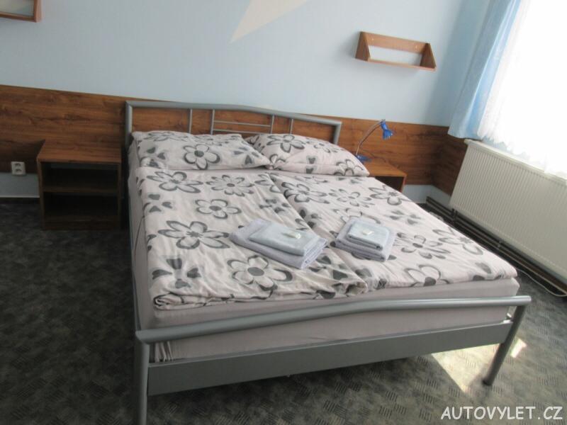 Hotel Zlatý kříž Třebíč - postel