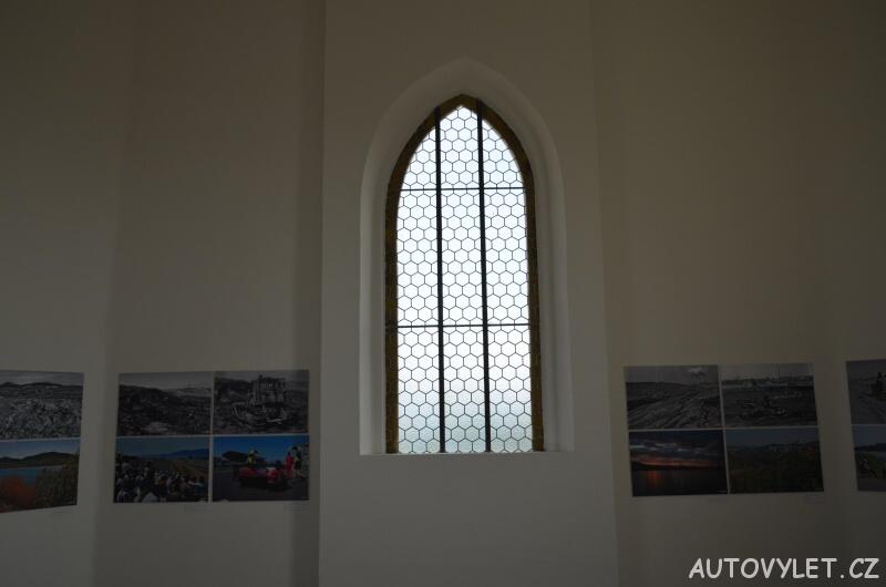 Interiér kostela v Mostě