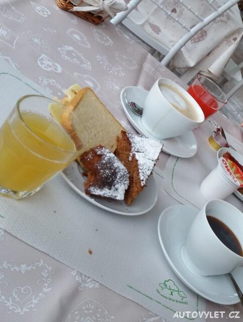 Itálie Řím - ubytování Grappoli di Sole - domácí koláče a cappuccino