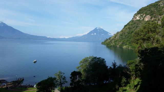 jezero Atitlan - sopka San Pedro - Guatemala