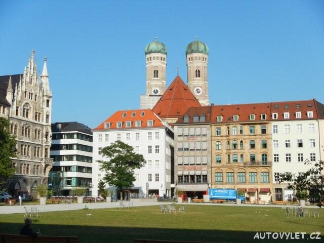 Pohled na katedrálu Frauenkirche