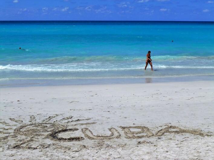 kuba pláž nápis