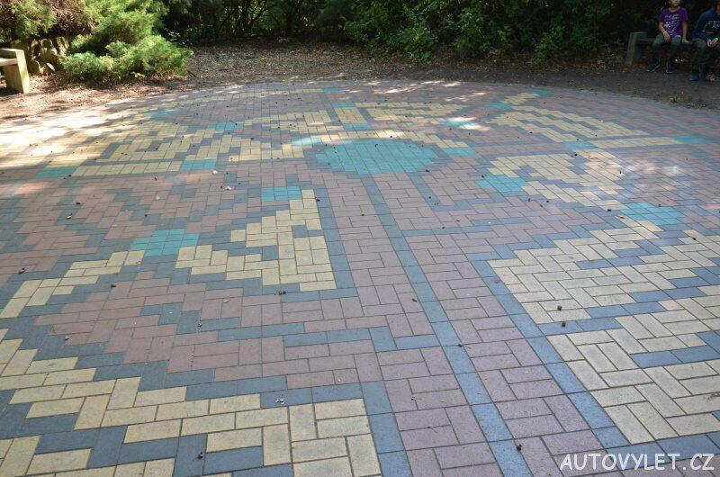 Labyrintárium Loučeň - dlážděné bludiště