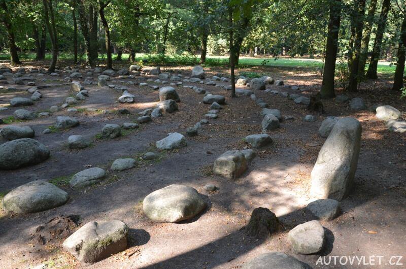 Labyrintárium Loučeň - kamenný labyrint