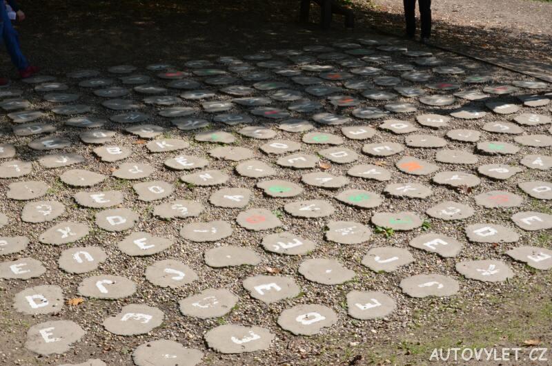 Labyrintárium Loučeň - písmenkový labyrint