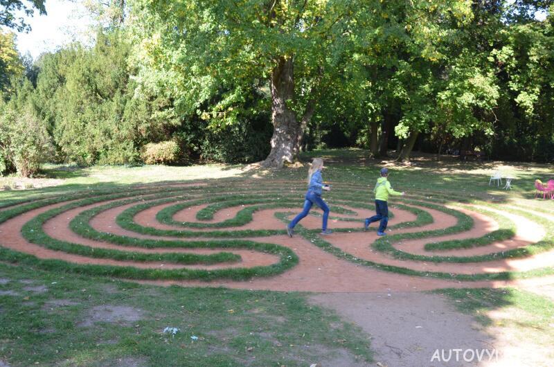 Labyrintárium Loučeň - travnatý labyrint
