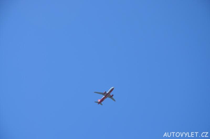 letadlo na obloze 1