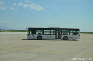 Autobus na letišti Kavala v Řecku