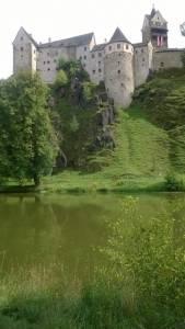 Loket nad Ohří - pohled na hrad od řeky
