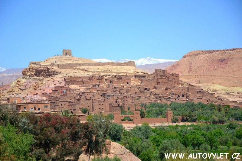 Berberská vesnice poblíž města Marakéš v Maroku