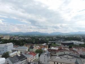 Pohled z věže směrem k horám