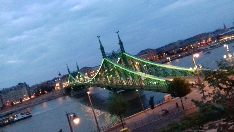 Nasvícený most přes Dunaj