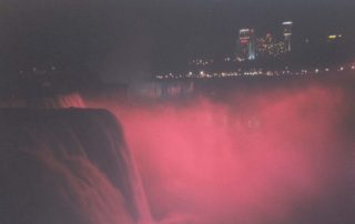 Niagárské vodopády v noci