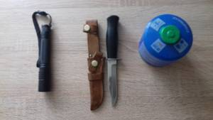 Nože a baterka