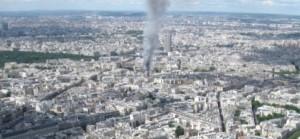 Paříž hoří