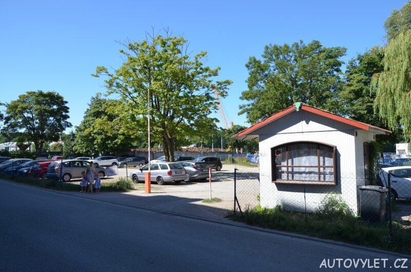 Parkování v centru Kolobřehu v Polsku