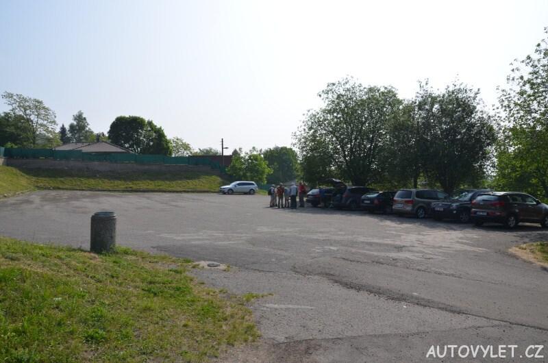 Parkoviště v Krupce u lanovky na Komáří vížku