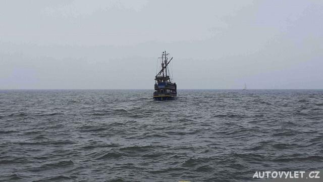 Pirátská loď v Polsku na moři