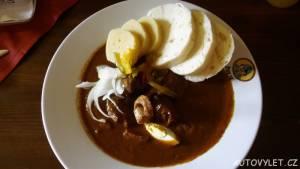 Plzeňský guláš - Švejk Restaurant U Pětatřicátníků Plzeň