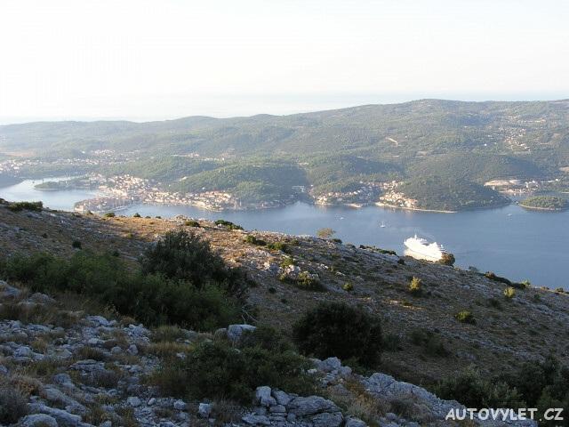 Pohled na Korčulu z Pelješace