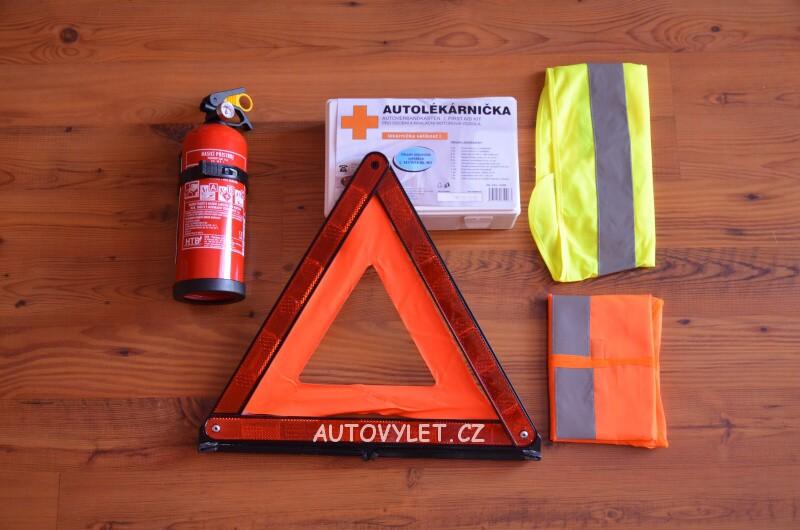 Povinná výbava auta v Polsku