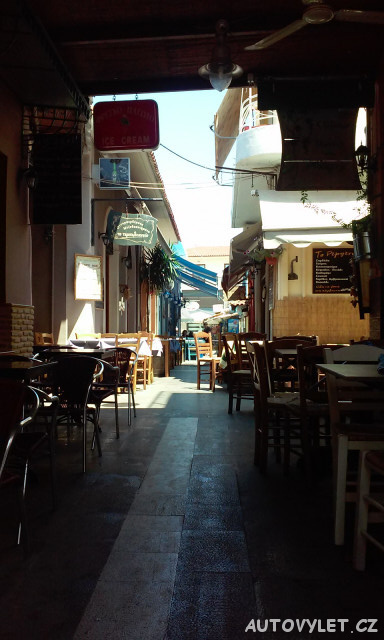 Ulička v Preveze v Řecku