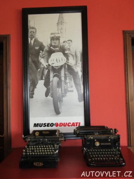 Restaurace Zlaté Slunce u Kolína - Motocykly Ducati