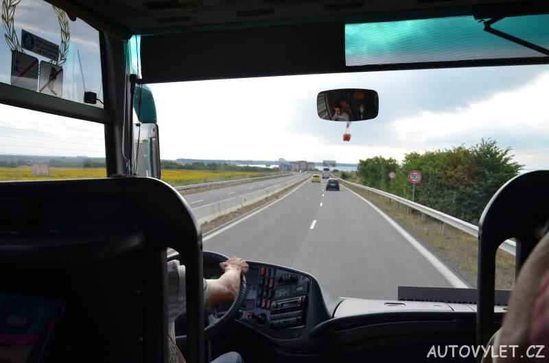 řidič autobusu v bulharsku a silnice