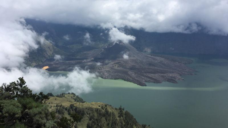 Rinjani - druhá nejvyšší sopka v Indonésii