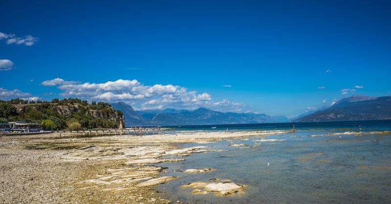Sirmione - jezero Lago di Garda v Itálii
