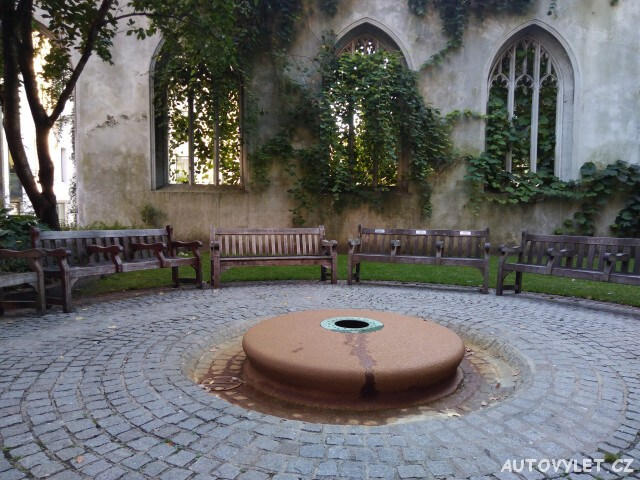 St. Dunstan in the East Church Garden (Londýn, Anglie) 2