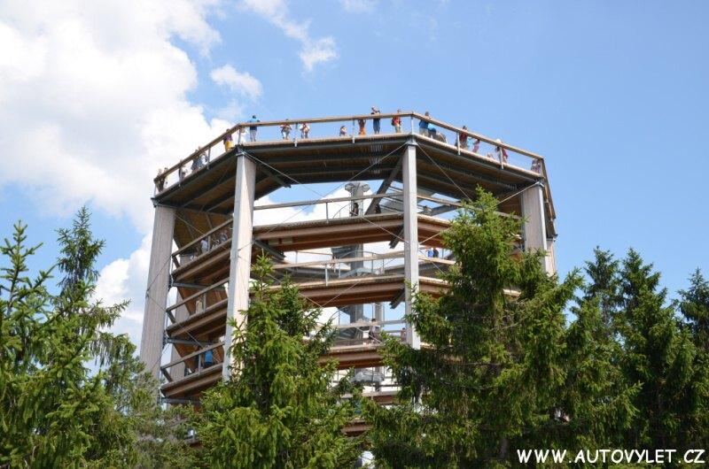 Stezka korunami stromů na Lipně