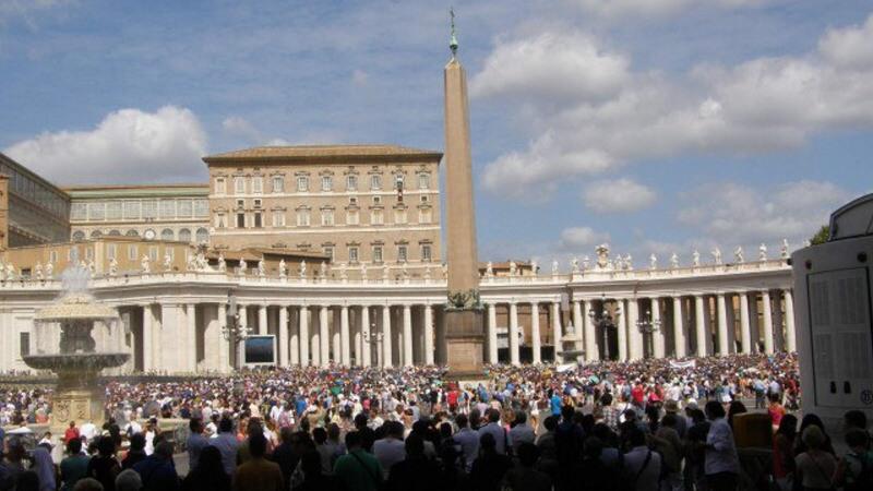 Svatopetrské náměstí - Řím Vatikán
