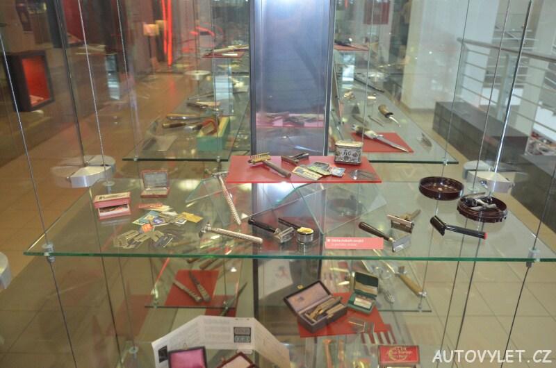 Technické muzeum Brno 15 - čím se dříve holilo