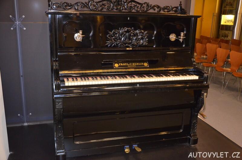 Technické muzeum Brno 16 - piano na kličku