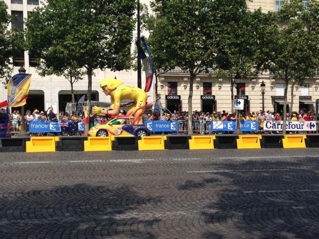 Tour de France s maskotem cyklistou