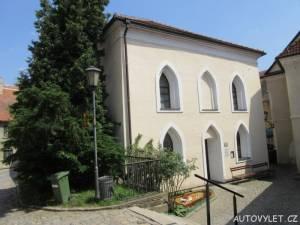 Vchod do přední synagogy Třebíč