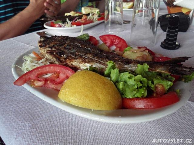 Večeře v řeckém kempu Acrogiali