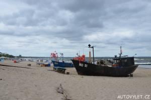 Vraky lodí v Mezizdrojích na pláži