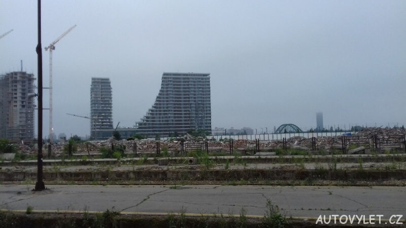 Vybombardovaný Bělehrad, konkrétně nádraží