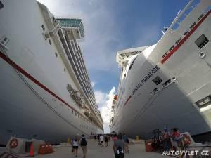 Výletní lodě v přístavu v Mexiku
