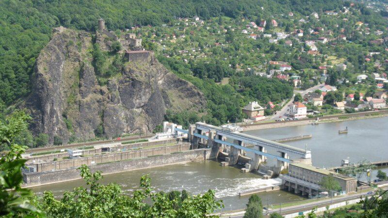 Zdymadlo Ústí nad Labem a hrad Střekov