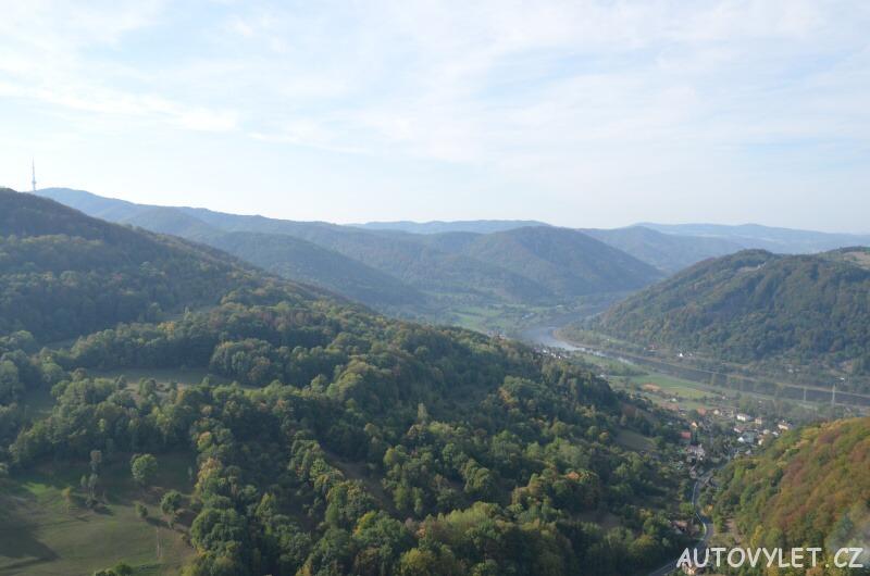 Zřícenina hradu Vrabinec - výhled na Labe