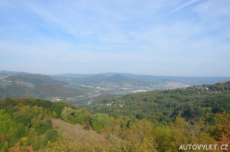 Zřícenina hradu Vrabinec - výhled na město Děčín