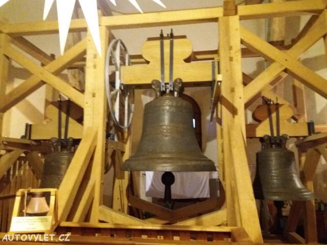 zvon ve věži kostela sv. Anny